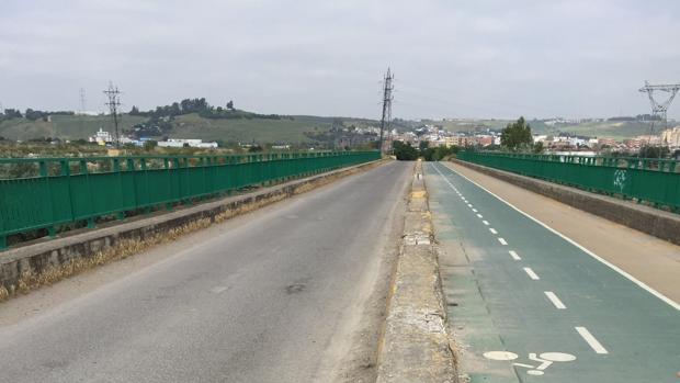 El puente de la Señorita, que cruza el río Guadalquivir entre Sevilla y Camas, se cortará al tráfico a partir del jueves para iniciar los trabajos que llevara a cabo Gevora Construcciones S.A.